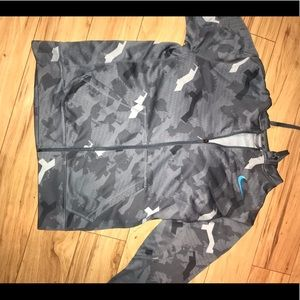 Nike grey camo zipper up. Therma fit